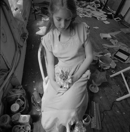 """Francesca Woodman in studio n. 16"""